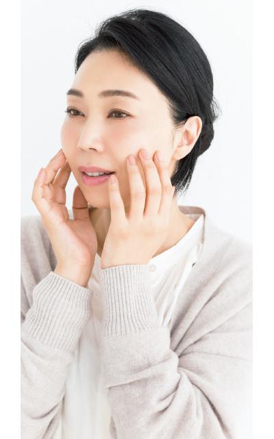 タッピングテクで肌を活性化させてくすみを払う