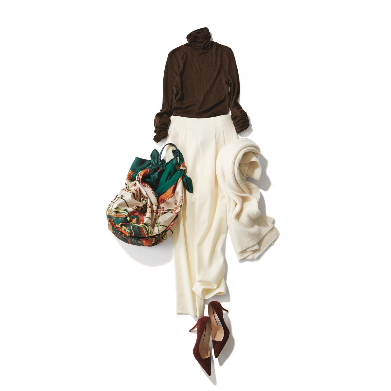 ブラウンニット×白パンツのファッションコーデ