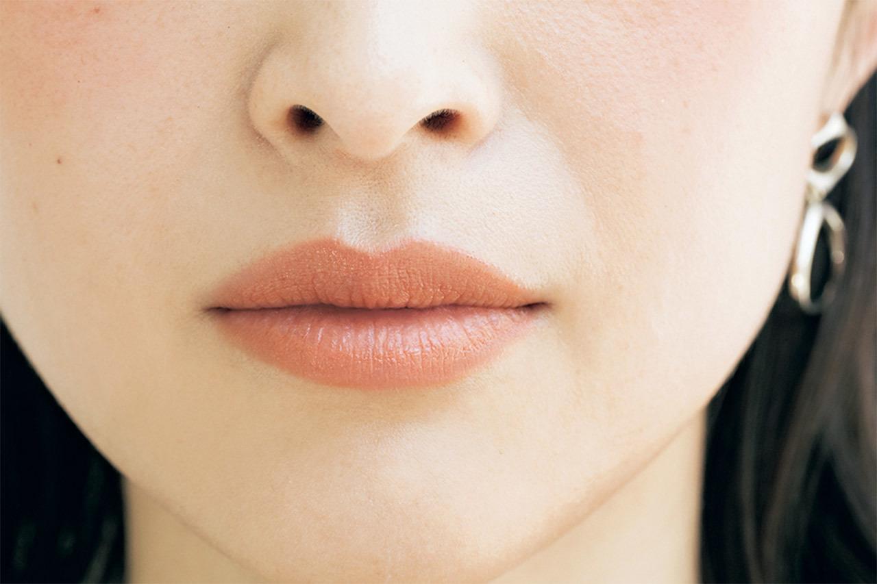 Lips マット質感と曲線的輪郭で優しさとインテリジェンスをオン
