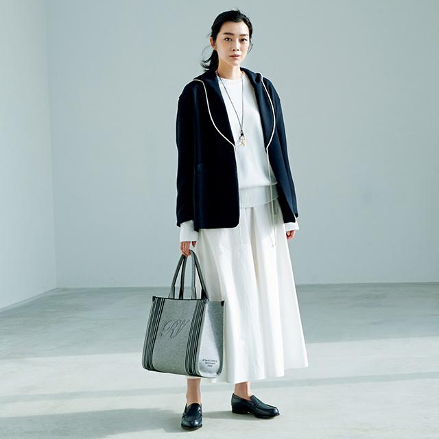 フレアスカートと ゆるめジャケットの最新バランス