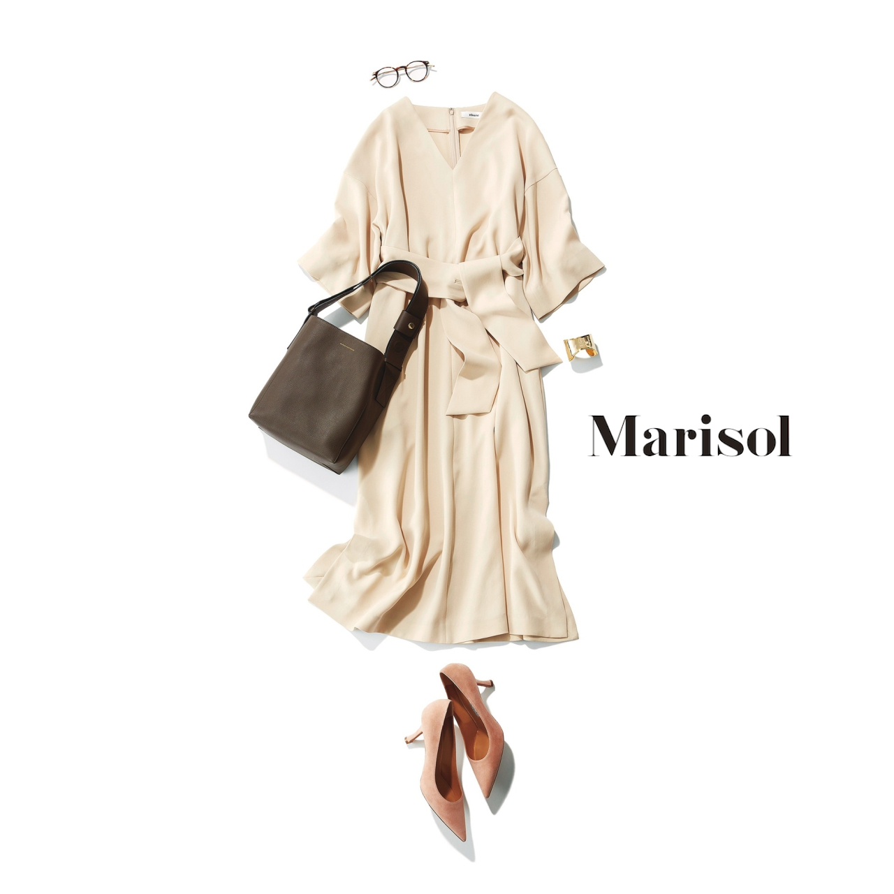 40代ファッション ベージュワンピースコーデ