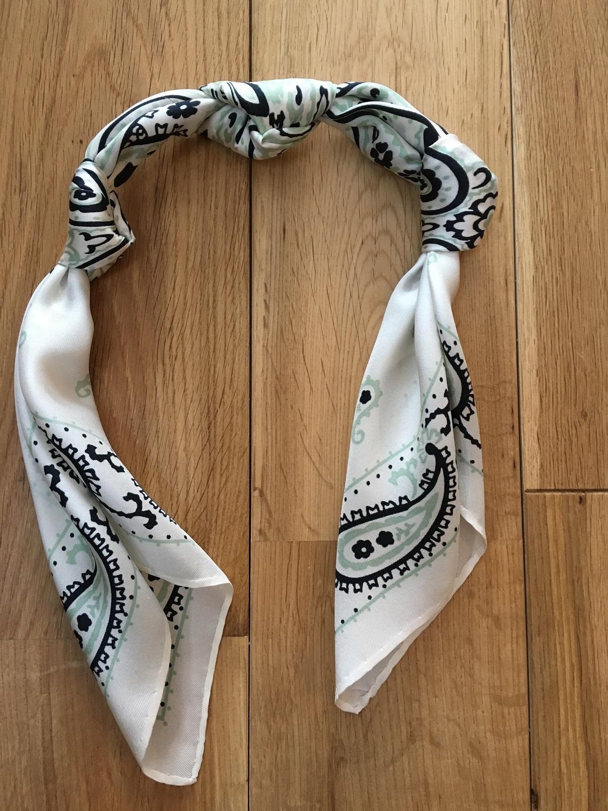 簡単すぎるスカーフの巻き方_1_5-2