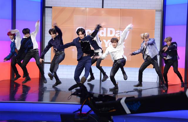 日本人メンバーのNI-KIのキレッキレのダンスも話題