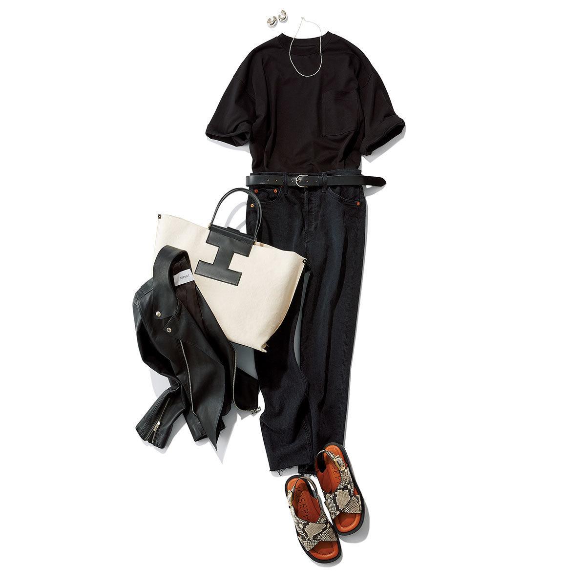 ■ブラックのTシャツ×ブラックデニムパンツコーデ