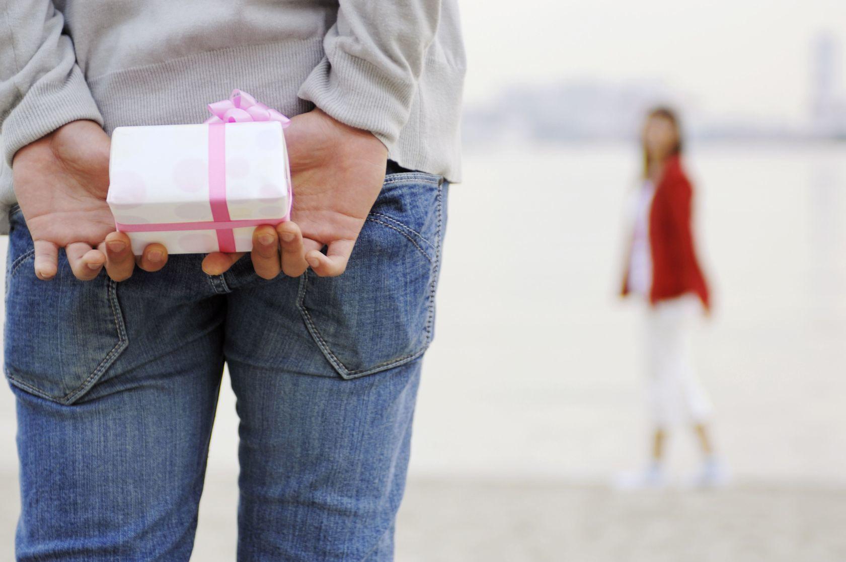 「嬉しい!」「いらない…」彼からもらった最高&がっかりプレゼント【みんなの恋愛&モテ★裏トーク】_1_1