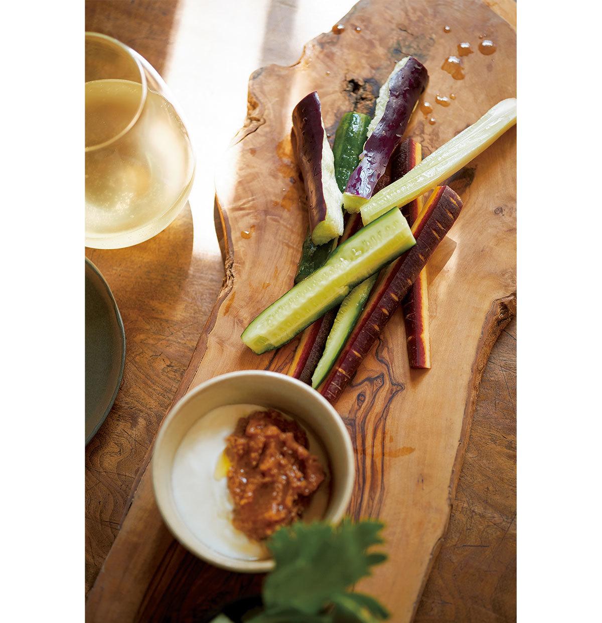 みずみずしい夏野菜をシンプルに!甘酸っぱい日本の白ワインに合わせて【平野由希子のおつまみレシピ #52】_1_2