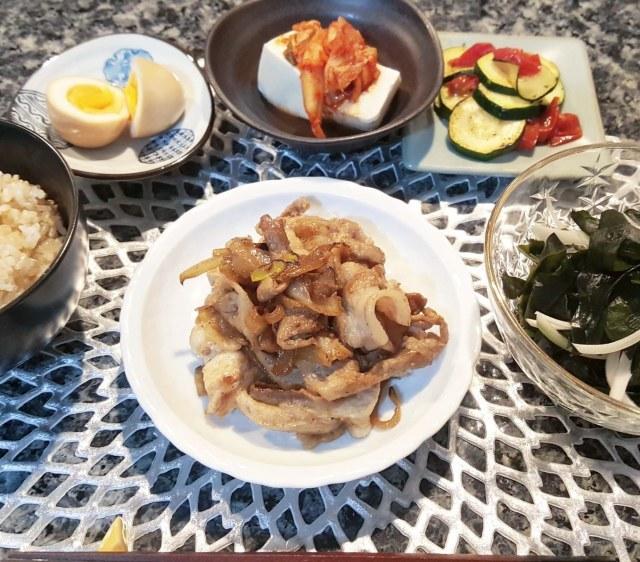 ■金曜日の豚バラと玉ねぎのオイスターソース炒め定食