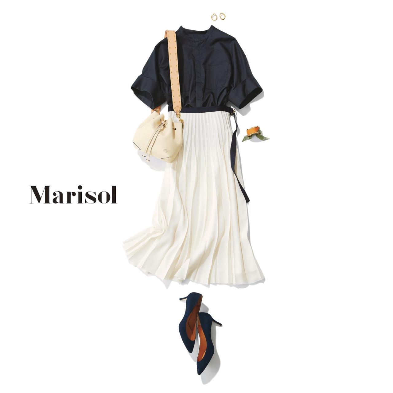 40代ファッション ネイビーブラウス×白スカートコーデ
