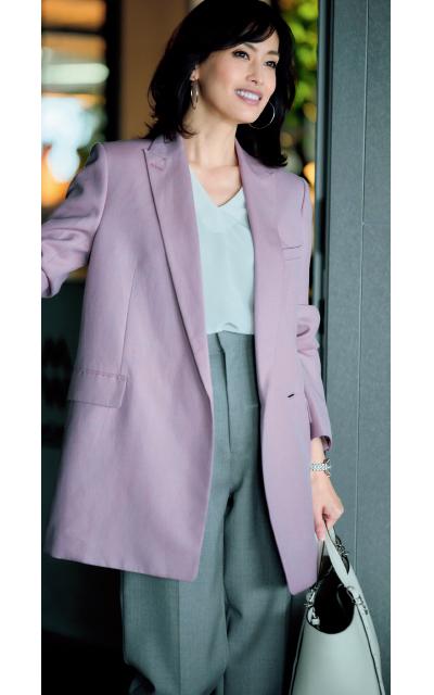 ebureの上品なモーブピンクのテーラードジャケット
