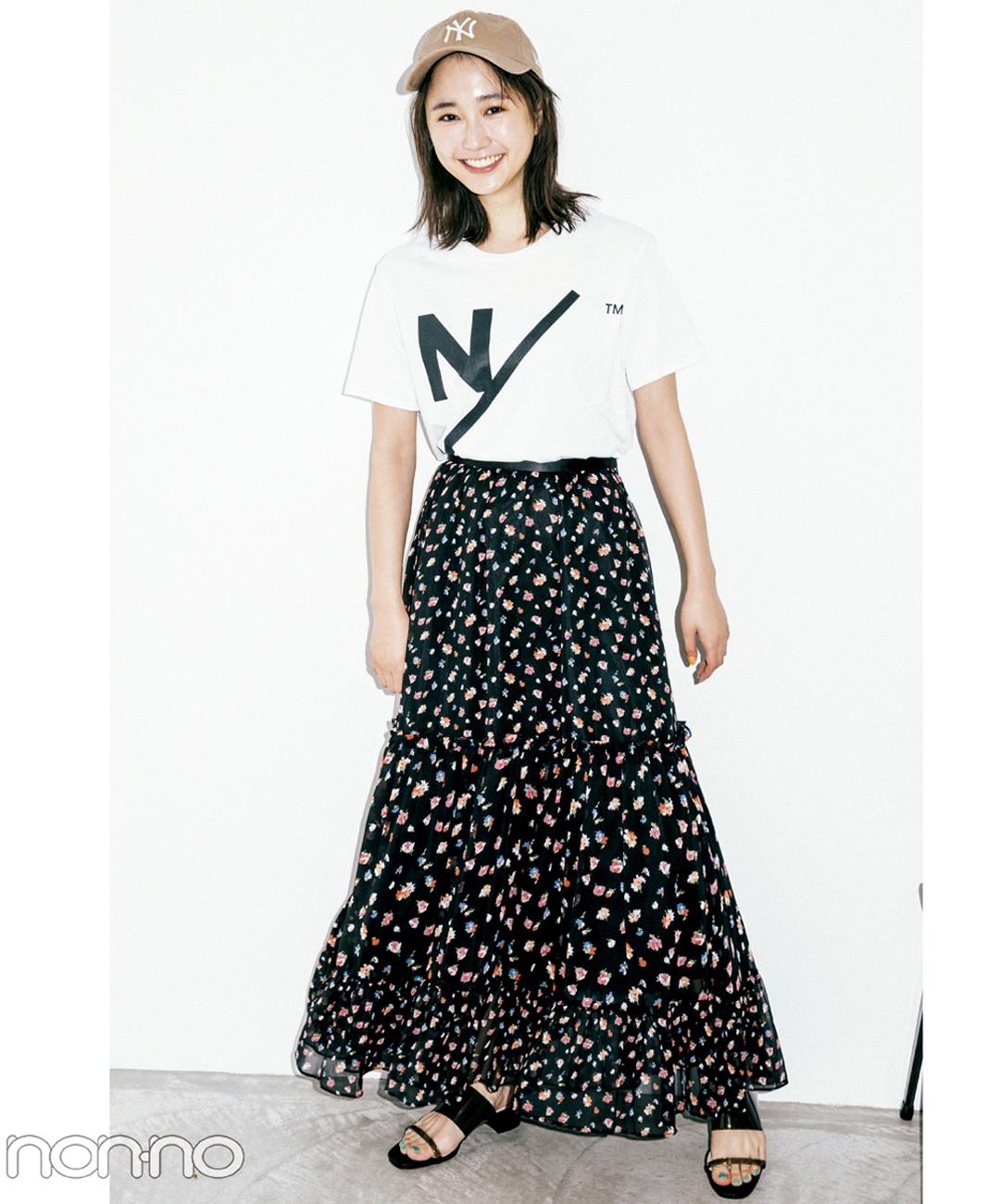 【夏のロングスカートコーデ】鈴木友菜は、花柄フレアで可憐なモノトーンコーデ