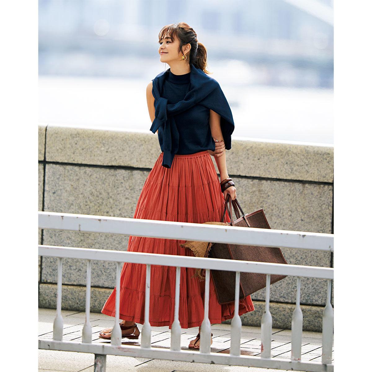 ■ネイビーのアンサンブル×オレンジのスカートコーデ