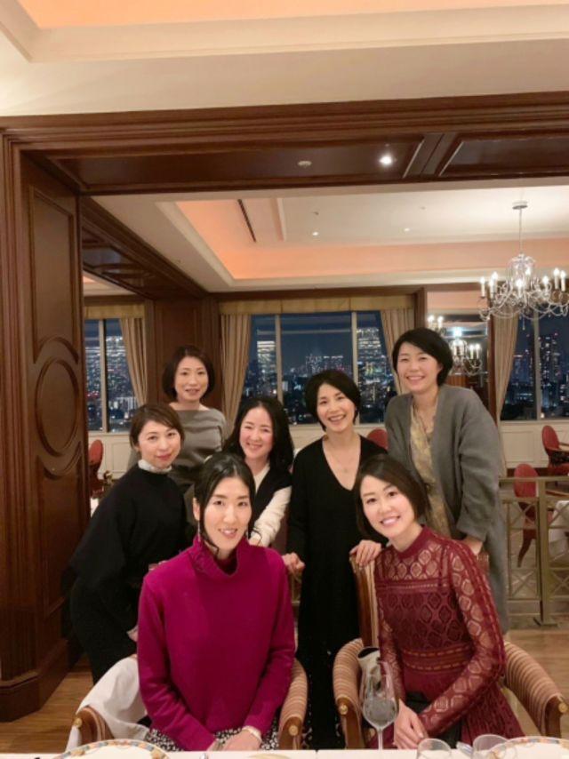 壮大な夜景を眺めながらのディナーに美女組大集合!_1_2-2