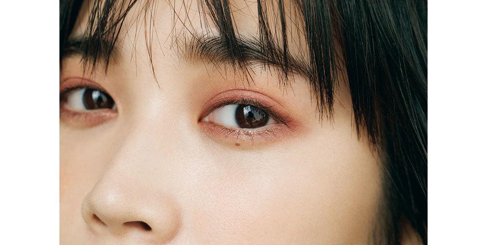 モデル/林田岬優 秋新色イチオシアイテム①  EYES   プラムカラーの目もと
