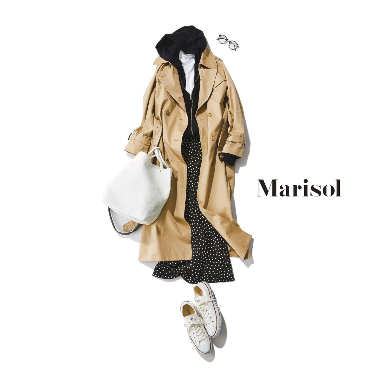 40代ファッション ベーシックトレンチ×フーディー×ドットスカートコーデ