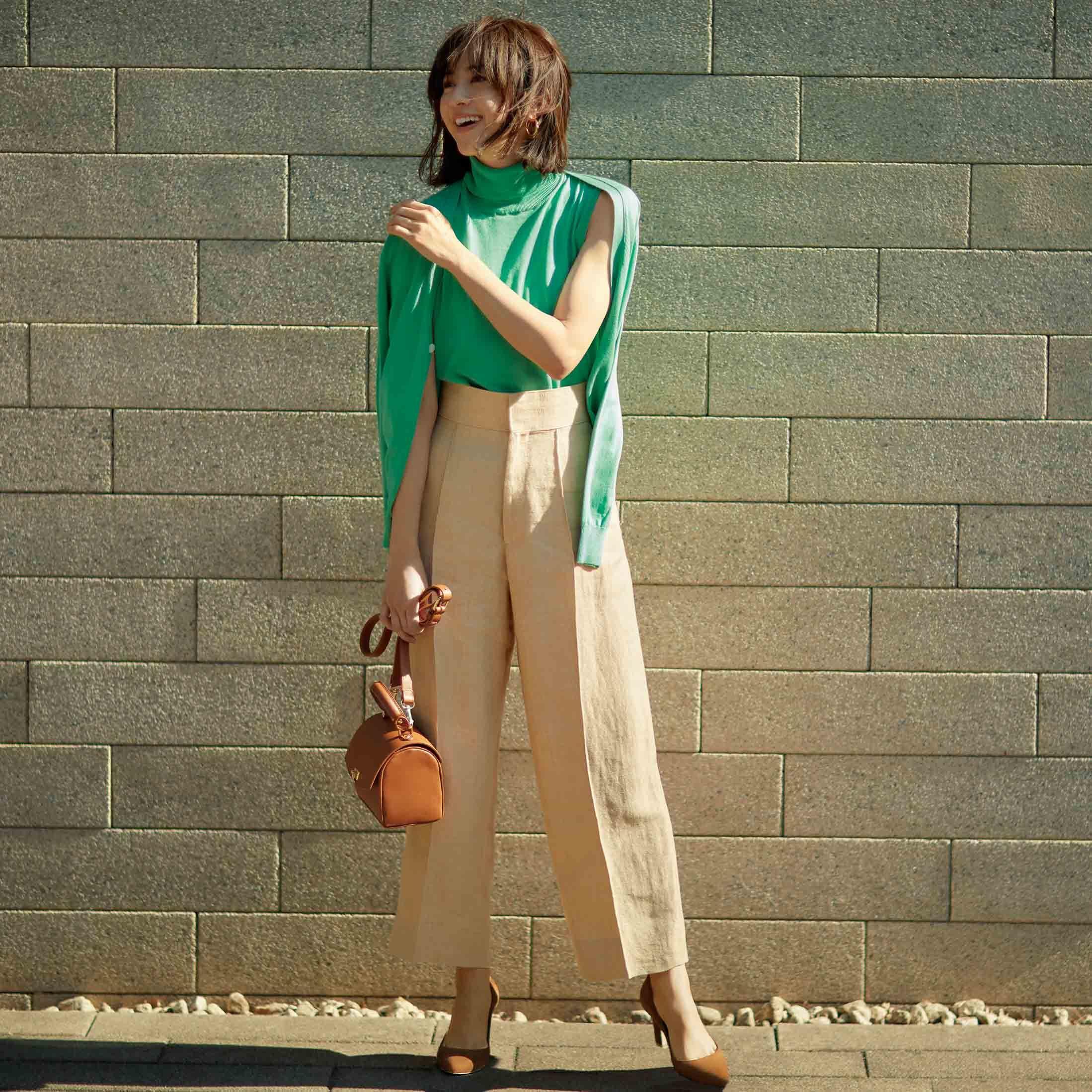 グリーンのニットアンサンブル×カオスのパンツコーデを着たモデルの高垣麗子さん