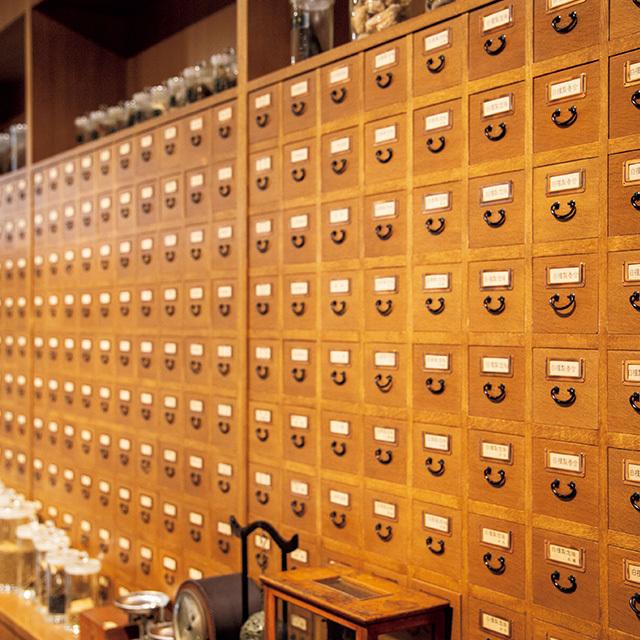 御所西に暖簾(のれん)を掲げる江戸時代から続く香木専門店