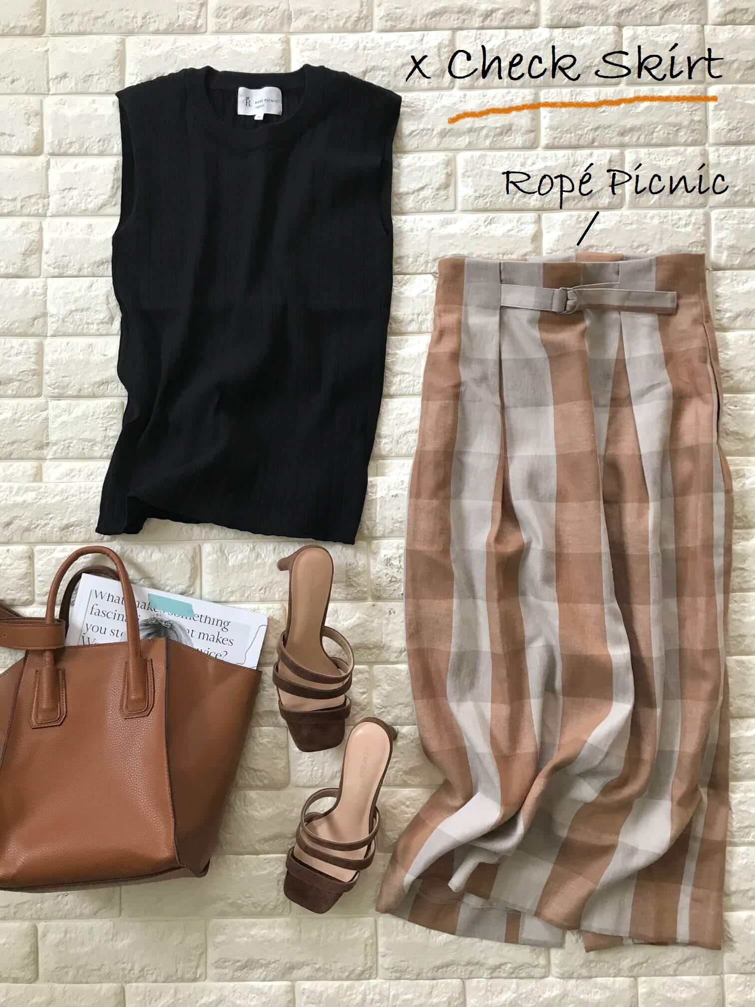 ロペピクニックのノースリーブニットとチェック柄スカートを合わせたコーデ