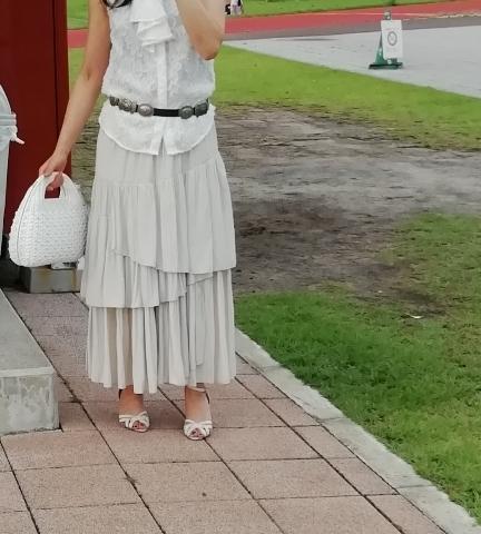 PLSTで購入したランダムティアードスカートとのコーデその2