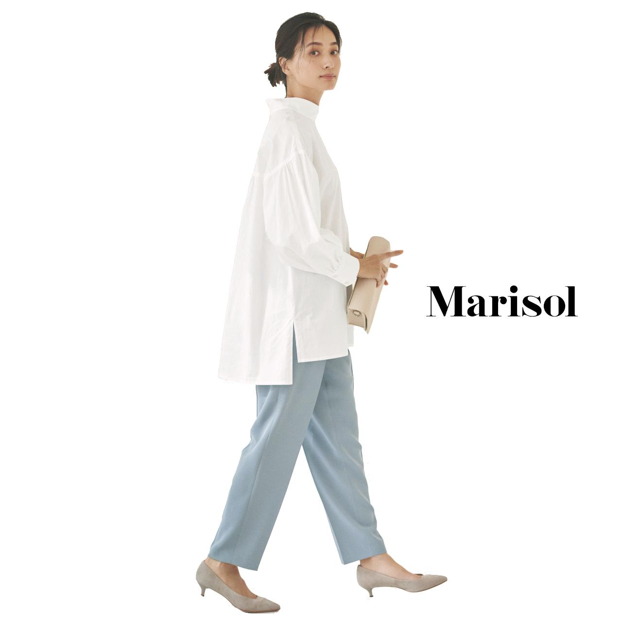 40代ファッション 白シャツ×ペールブルーパンツコーデ