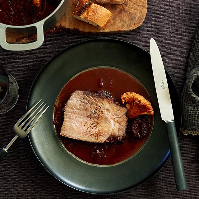 豚肉を大きいままプルーンと赤ワイン煮に