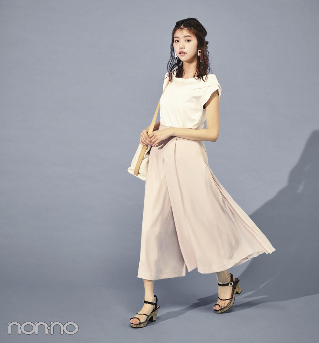 【夏のサンダルコーデ】江野沢愛美の、花柄ロングワンピ×白スニーカーで程よいガーリーコーデ