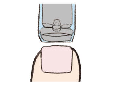<b>まっすぐ切る</b><br>爪切りやニッパーなどで、少しずつ先端の長さをカットし、長めのスクエア形に