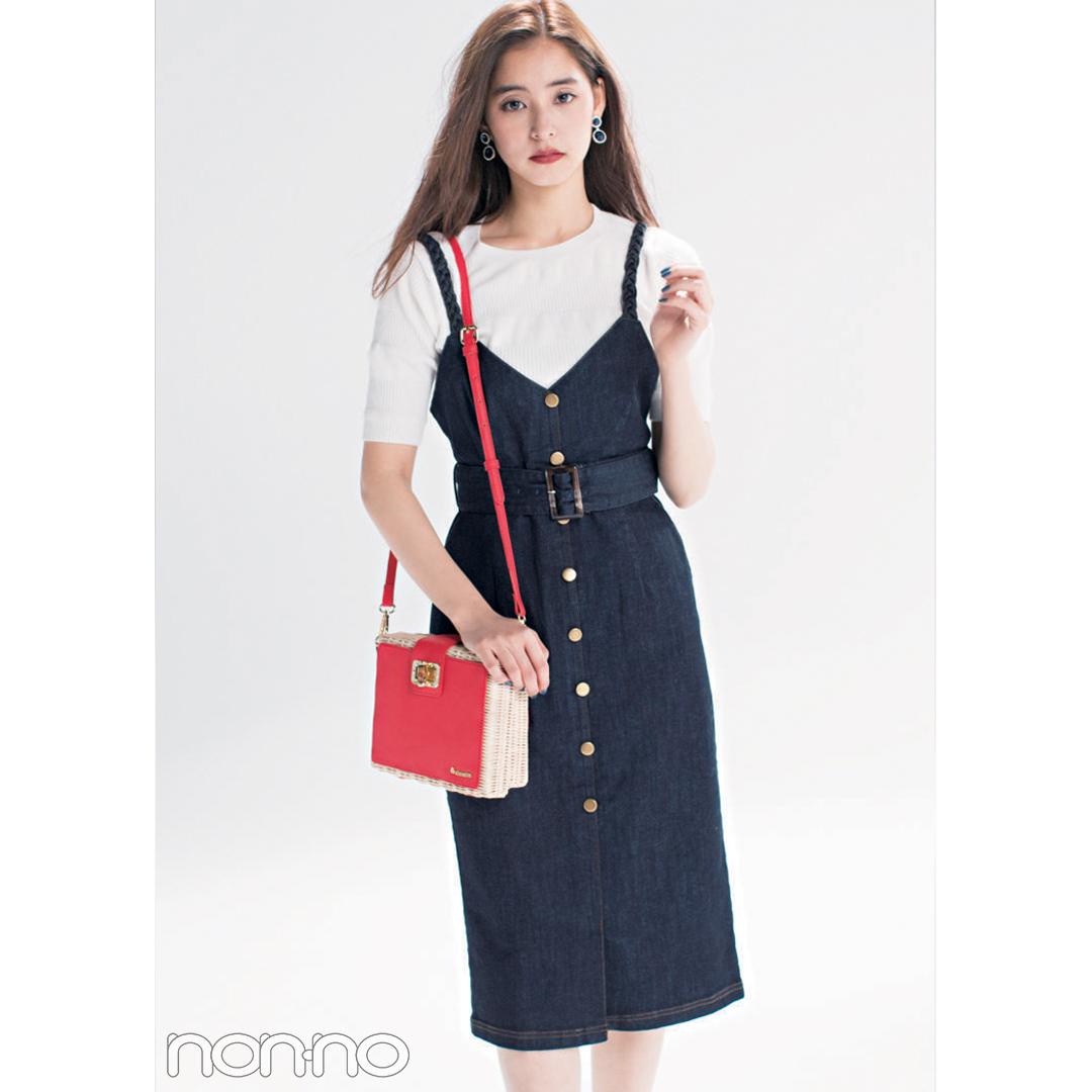 【夏のデニムコーデ】新木優子は、ジャンスカにキュートな赤ショルダーバッグでキレイめカジュアルコーデ。