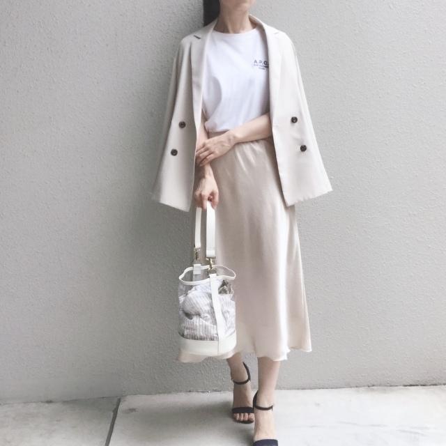 GUのジャケット×ロゴT×スカートコーデ