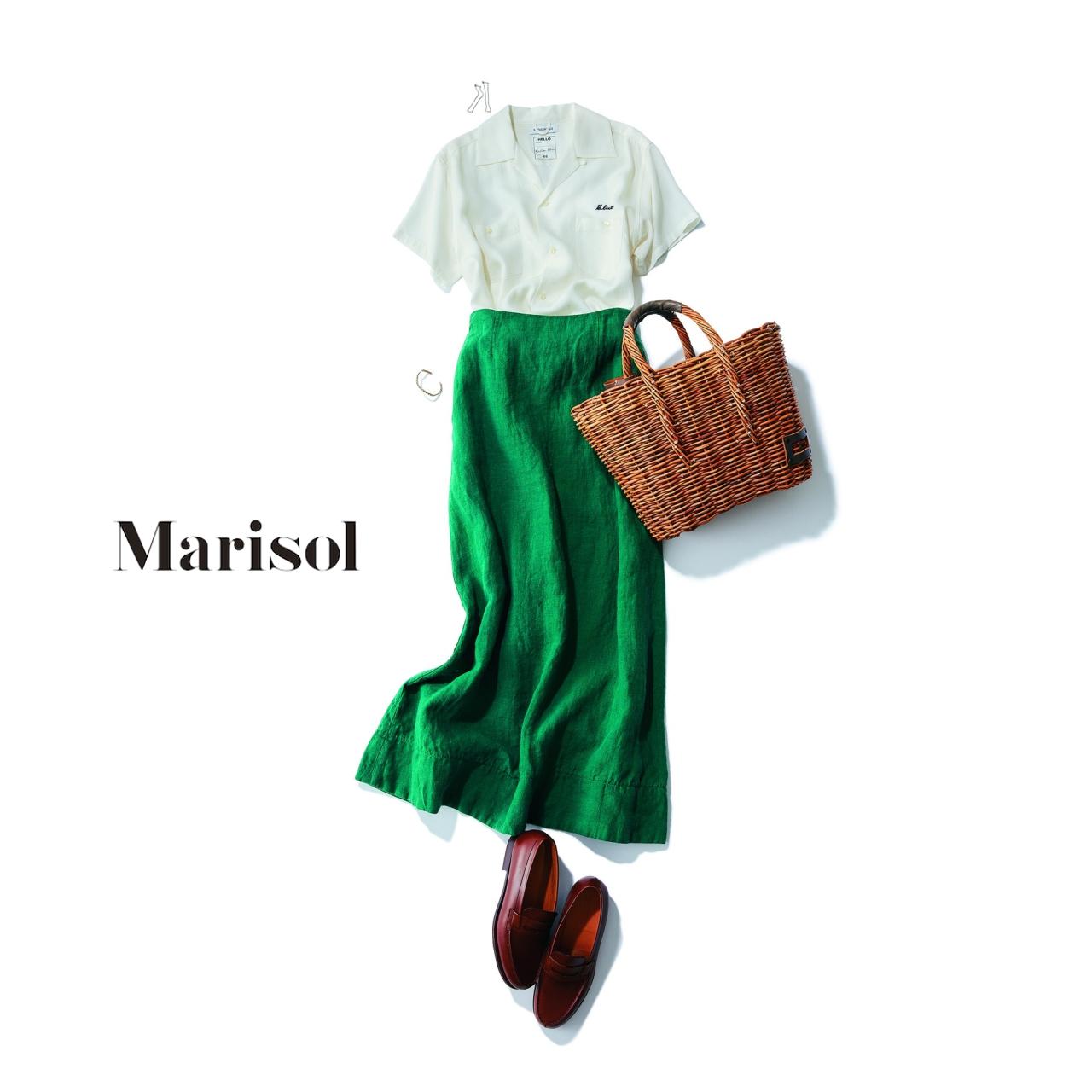 白の開襟シャツ×グリーンスカートコーデ