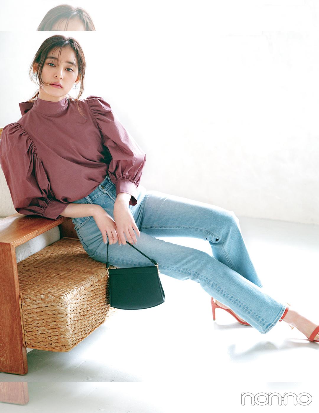 新木優子はパフスリーブブラウスでクラシカルな装いを満喫【大学生の毎日コーデ】