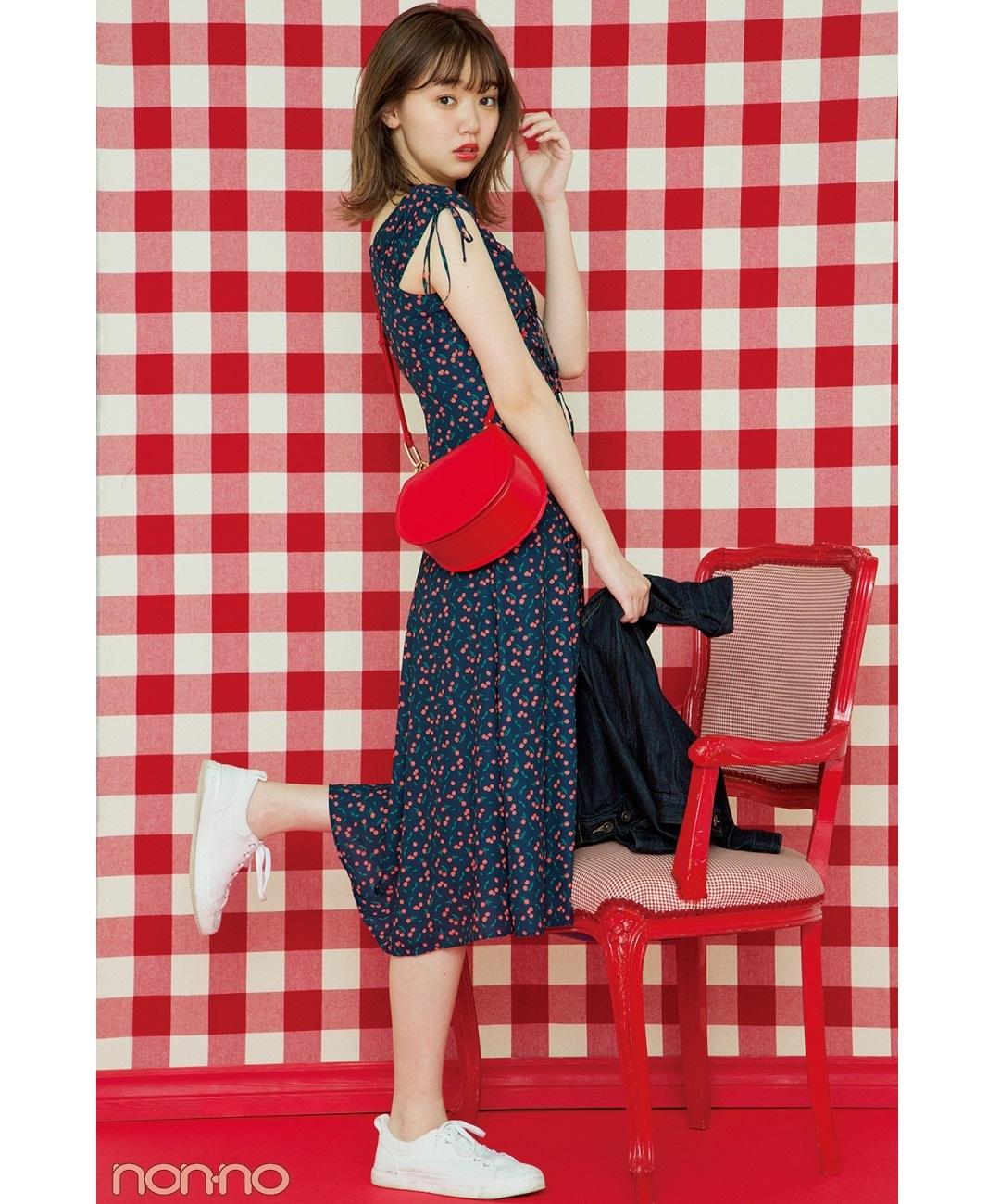 【夏のワンピースコーデ】江野沢愛美の、花柄ロングワンピ×白スニーカーで程よいガーリーコーデ