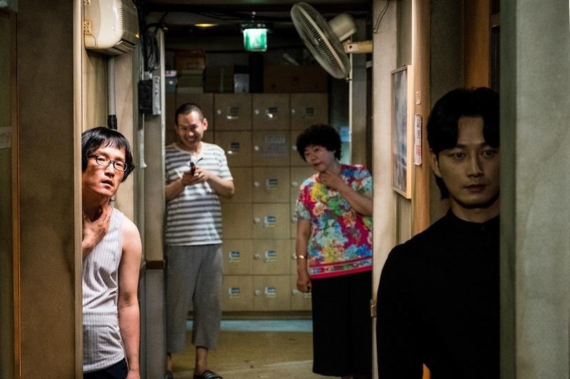 イム・シワン×イ・ドンウク初共演韓国ドラマ『他人は地獄だ』に登場する住人たち