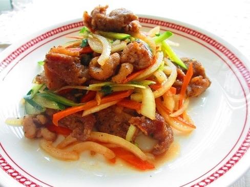 ボリューム満点でおなかも喜ぶ♪野菜たっぷり揚げ豚サラダ_1_1
