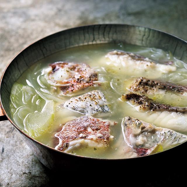 白身魚、セロリ、 玉ねぎの鍋