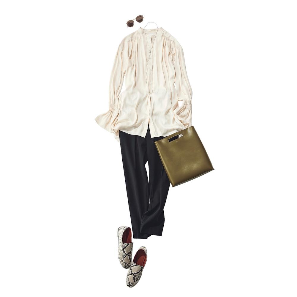 ■ギャザーブラウス×黒パンツのハンサムコーデ