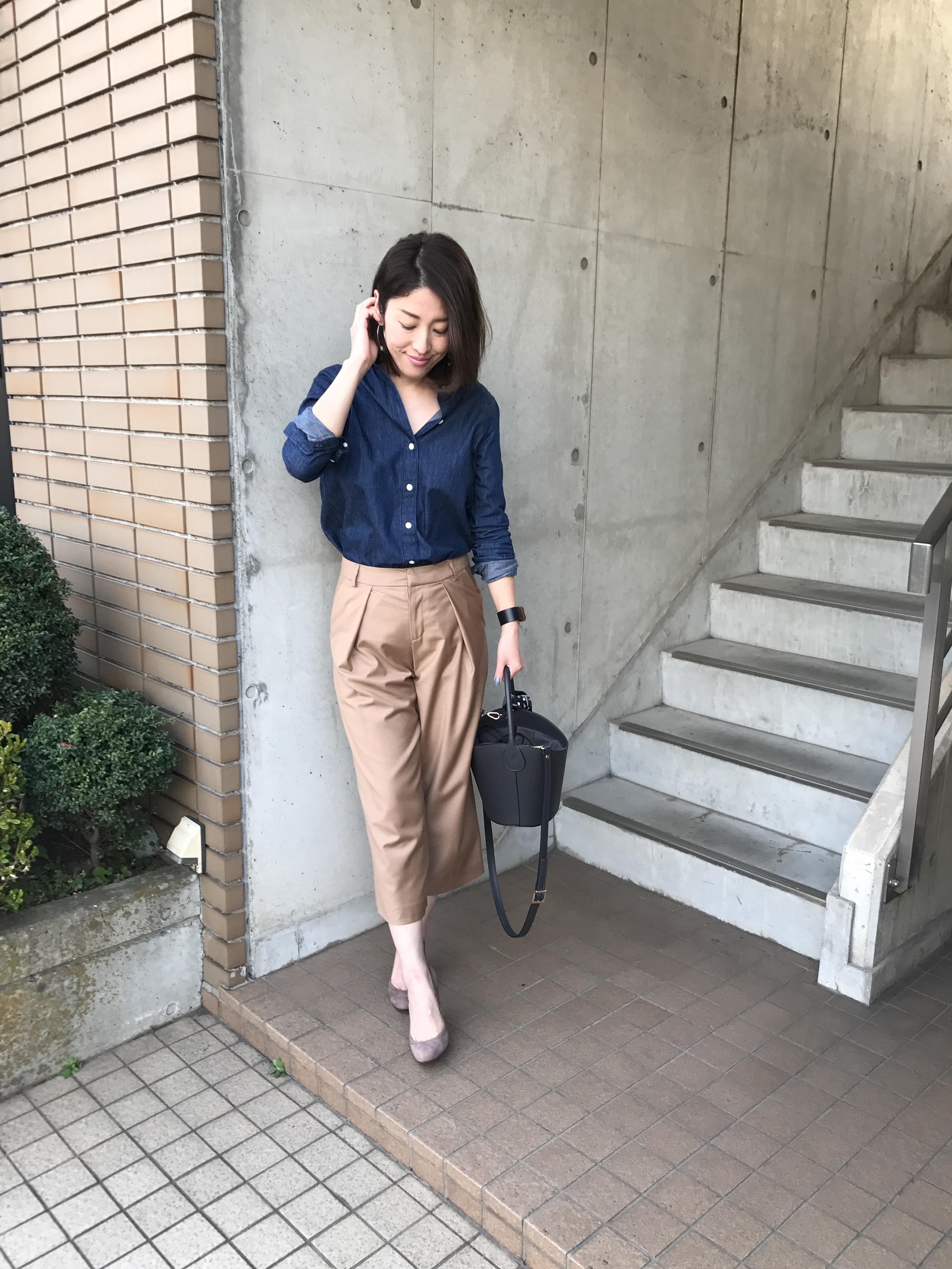 マディソンブルーの定番「デニムシャツ」×キャメルカラーで春スタイル_1_1