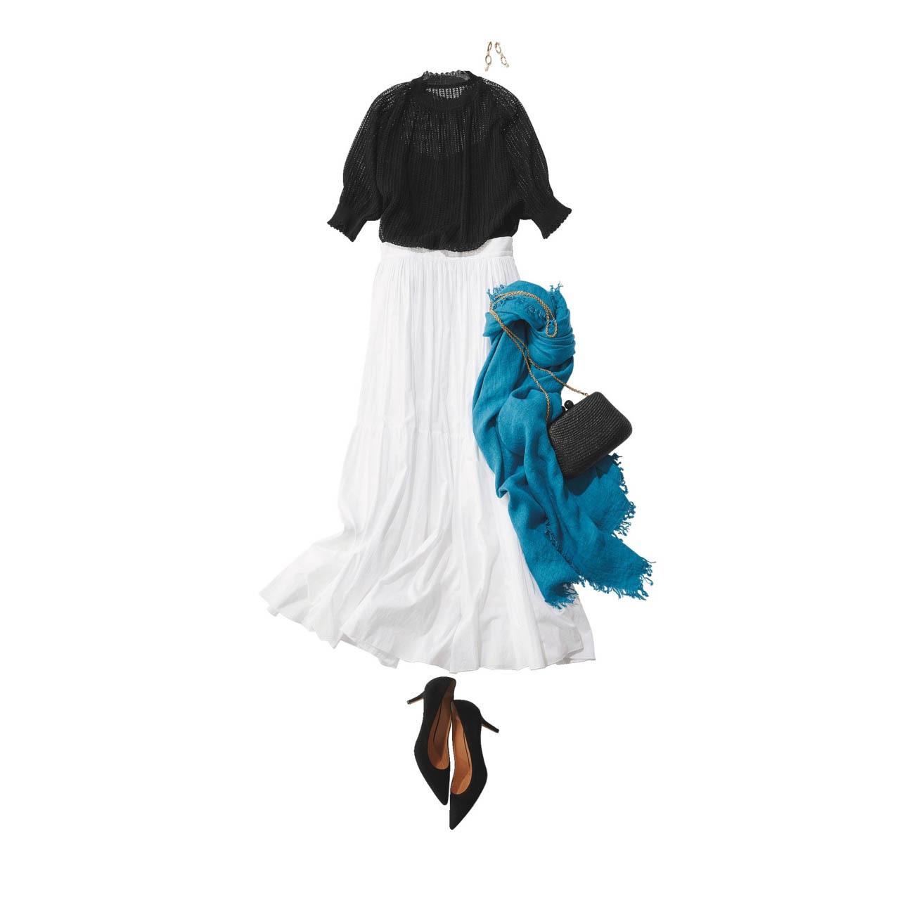 ■透け感のある黒ニット×白ロングスカート×黒パンプスのモノトーンコーデ