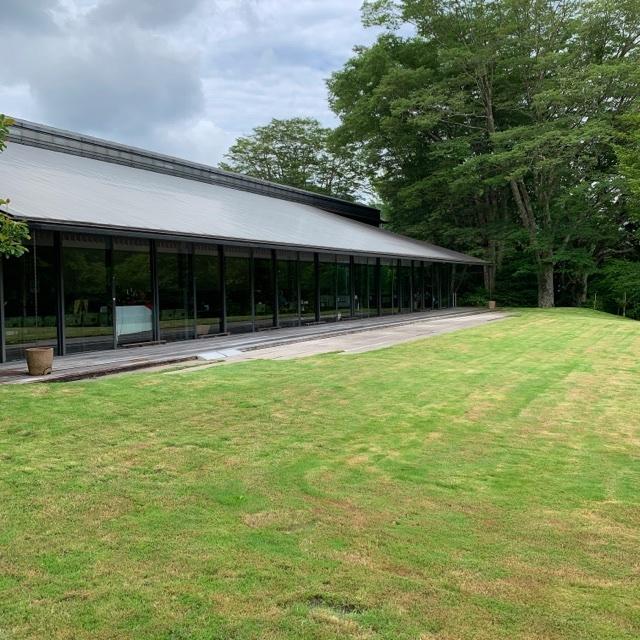 深緑に包まれた箱根ラリック美術館。併設のカフェレストランLYSで美しい景観に癒される。_1_2