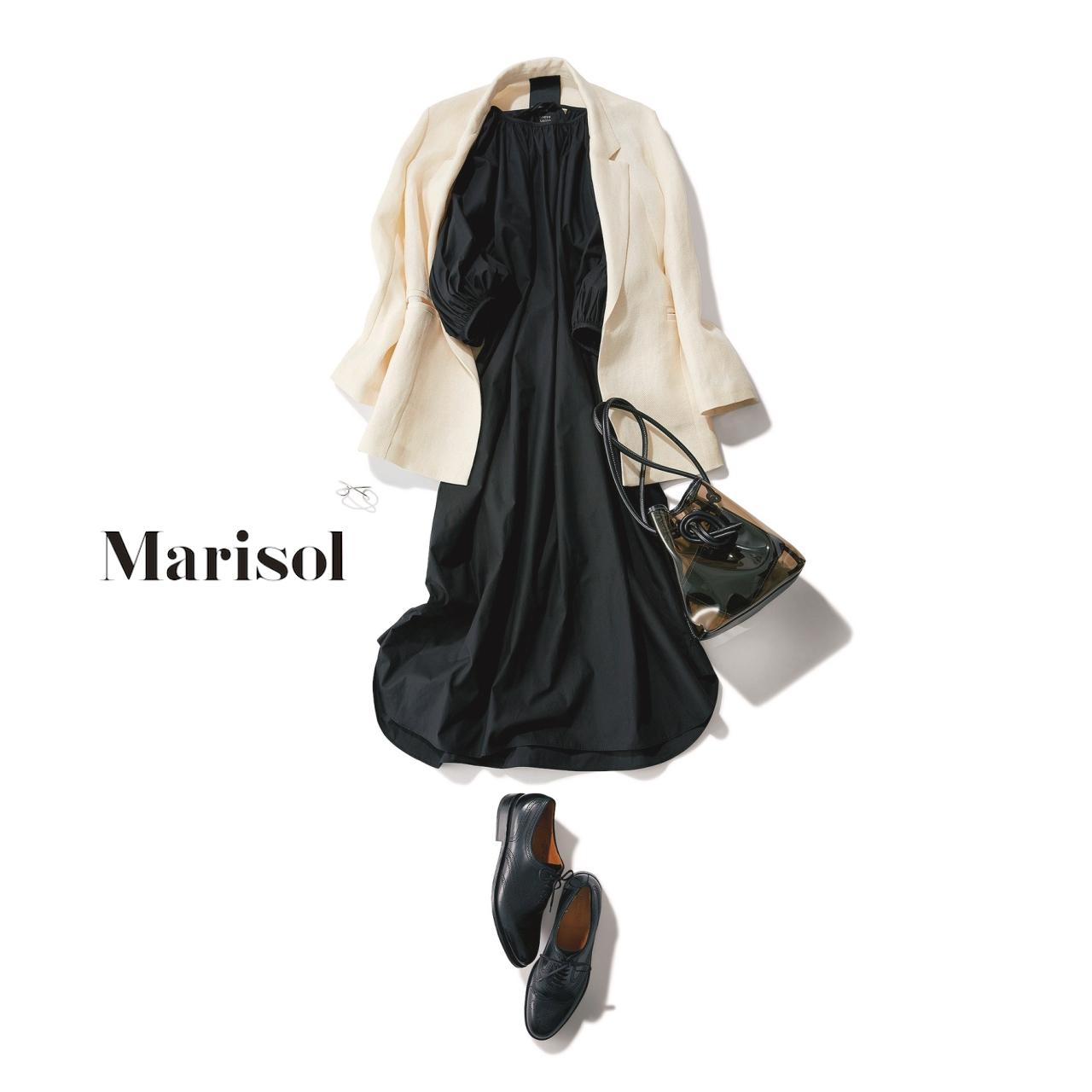 40代ファッション 白ジャケット×黒ワンピースコーデ