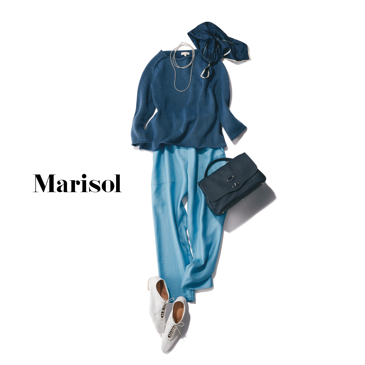40代ファッション  ネイビーニット×ブルーパンツコーデ
