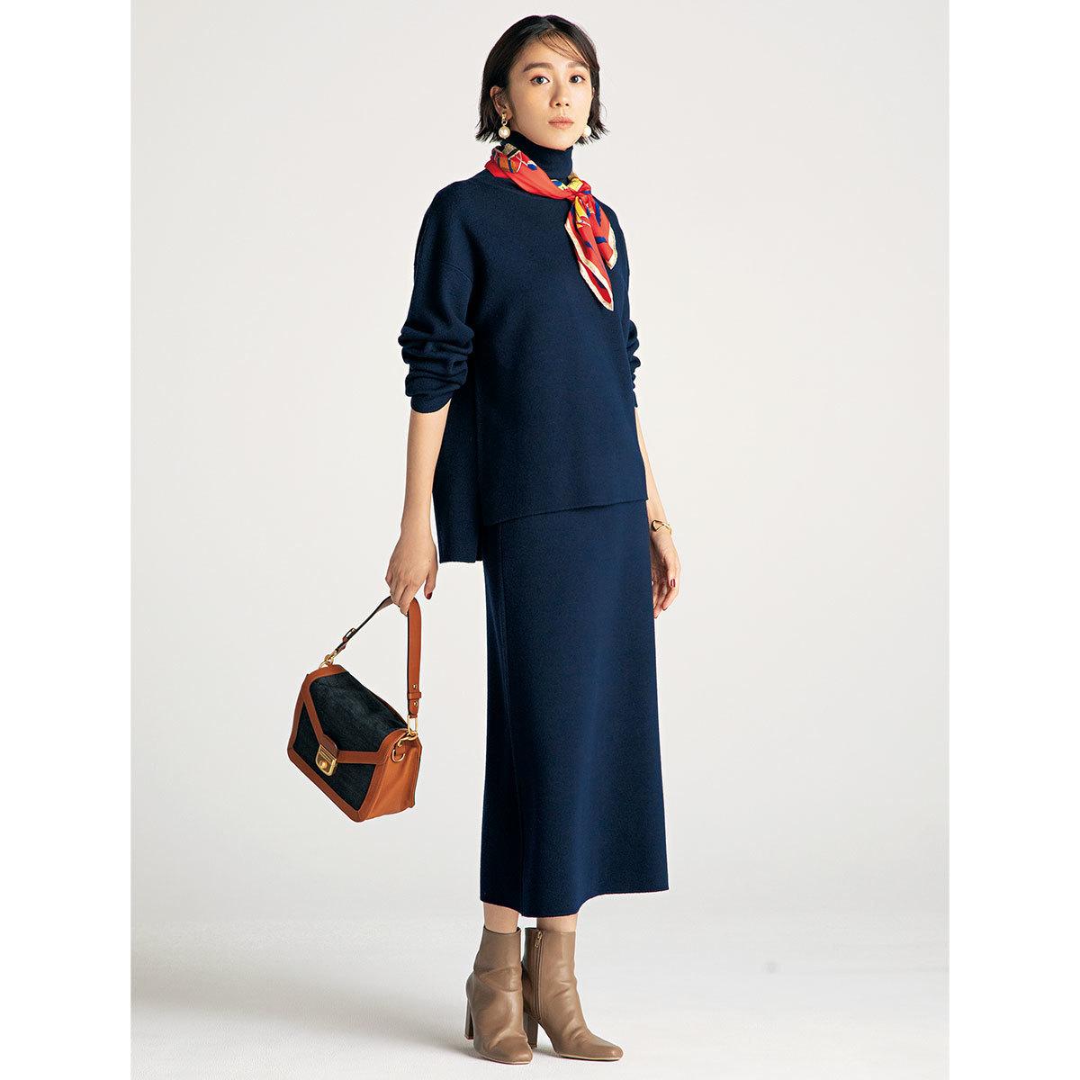 進化形ニットセットアップ×ブーツコーデを着たモデルの竹内友梨さん