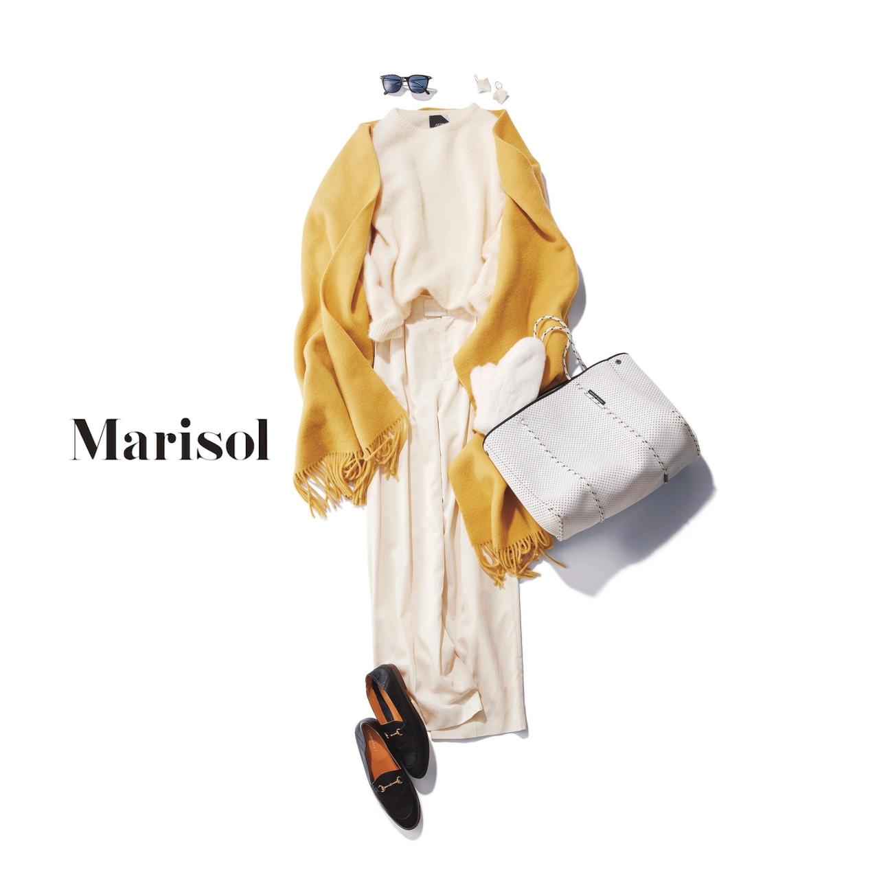 40代ファッション 白ニット×白パンツ×イエローストールコーデ