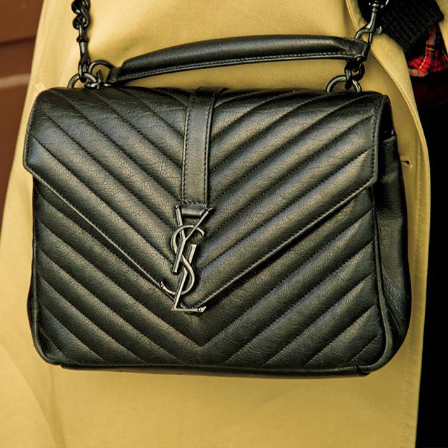 レザーキルティン グの素材に繊細なシグネチャーのYSLのバッグ