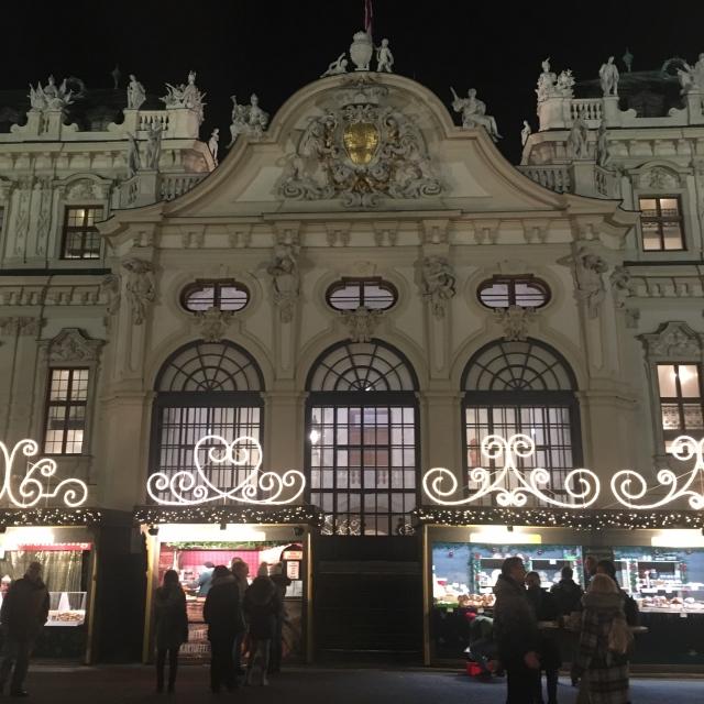 ウィーンのベルヴェデーレ宮殿のクリスマスマーケット_1_6