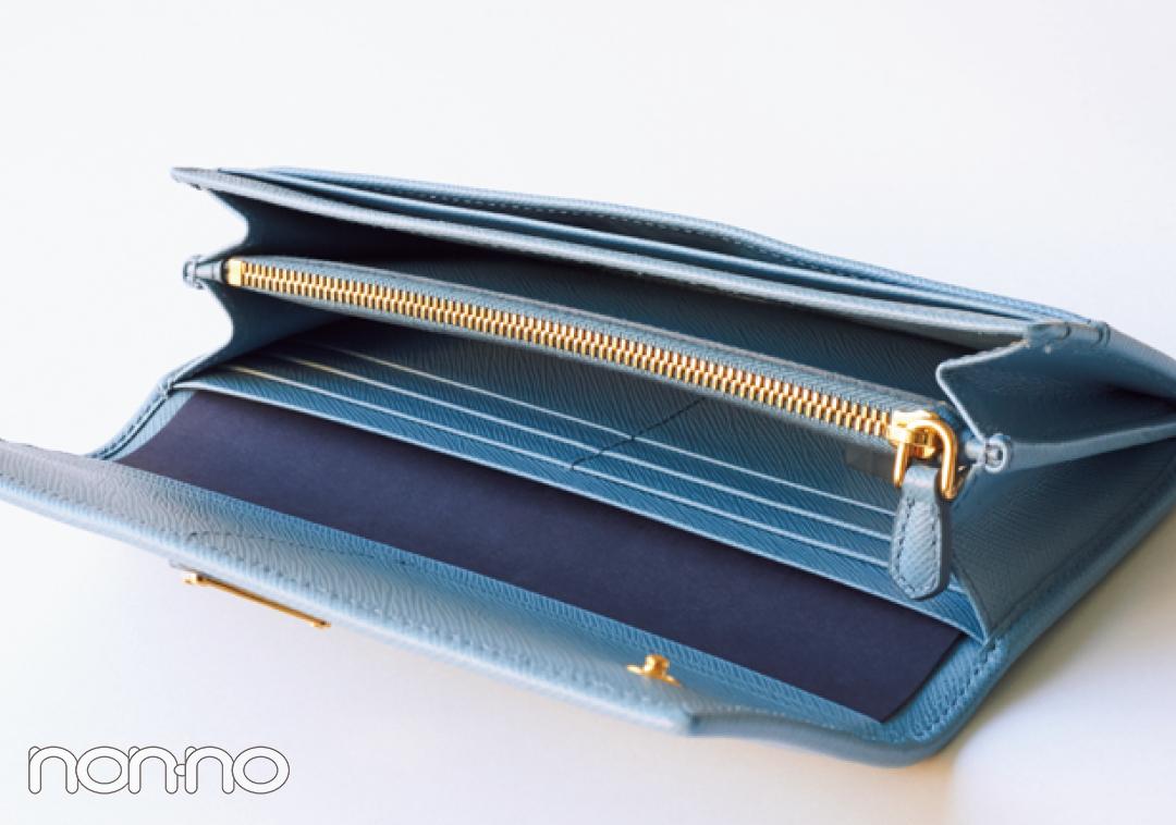 ミニ財布を買うならプラダ♡ 新作のブルーが素敵すぎる!【20歳からの名品】_1_3-2