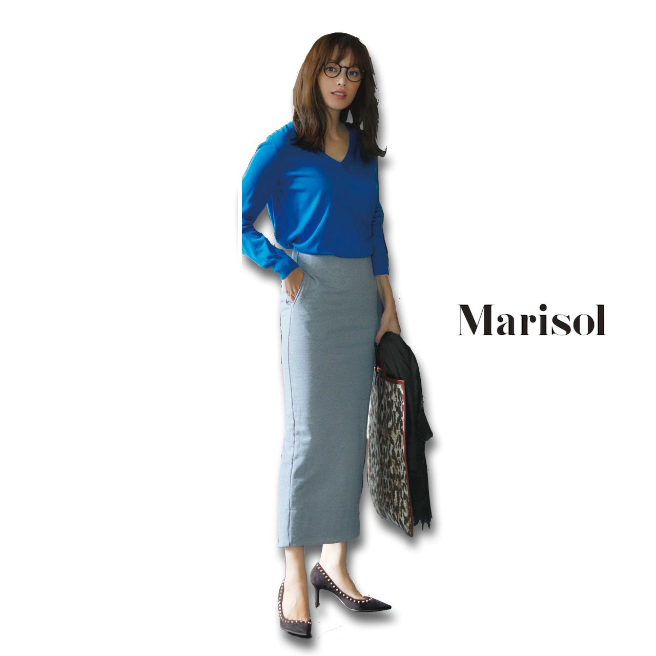 40代ファッション ブルーニット×グレータイトスカートコーデ