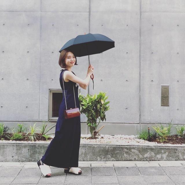サンバリア100の日傘、無地を選べば大人のコーデになじみます_1_4-2