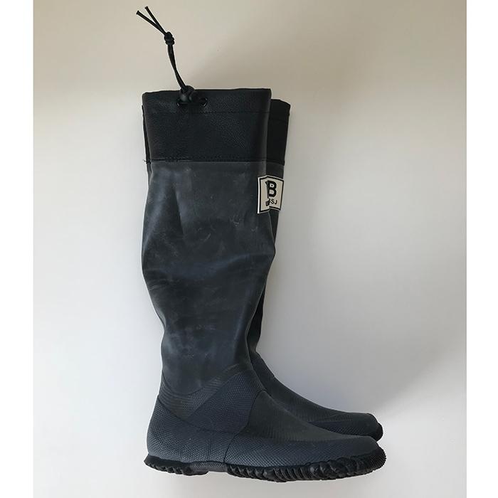 村山佳世子さんの隠れ名品②は「日本野鳥の会」の折りたためる長靴