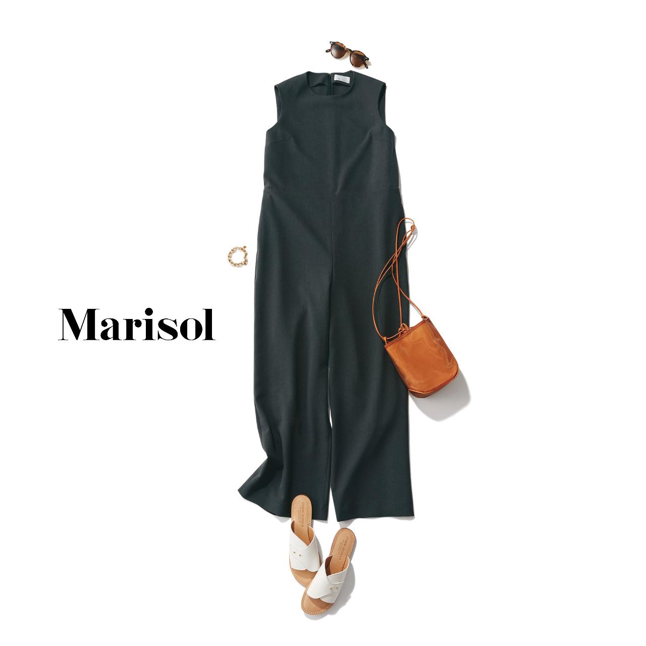 40代ファッション  黒オールインワンパンツコーデ