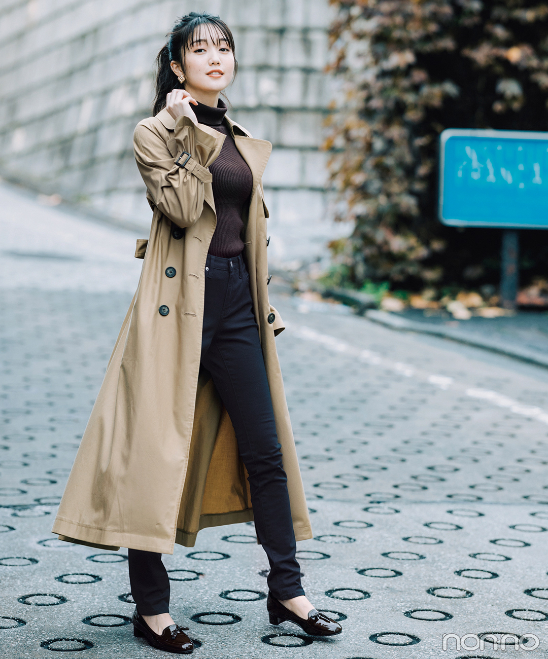 ロングトレンチ&黒のスキニーパンツでキリッといい女コーデ【毎日コーデ】